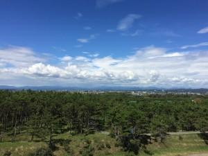 北側/磐田市豊浜の街並み、その向こうに山々が見えます