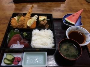 大松弁当/1650円 超人気の豚の角煮やフライとお刺身が付いてボリューム満載