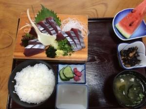 カツオ定食/1450円 刺身の一切れのサイズが大きいです!