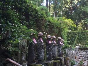 井伊家墓所手前にある六地蔵様