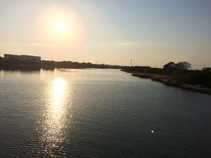 坊僧川に掛かる西橋より撮影