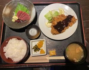 凜や磐田店さんにて、味噌カツとマグロ刺身を注文!